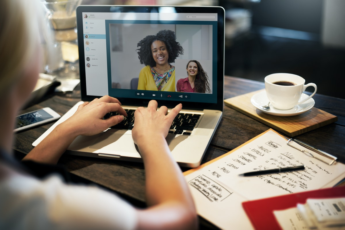 woman on laptop on Zoom call learning SEO via 121 training